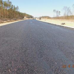 Trasa główna, skrapianie podbudowy zasadniczej emulsją asfaltową, km 24+450
