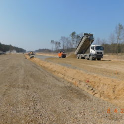 Wykonywanie podbudowy ze stabilizacji, km 24+450