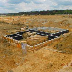 Ściany fundamentowe budynku toalet, MOP lewy, km 21+000