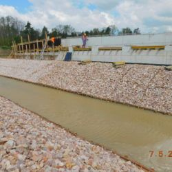 Deskowanie poprzecznic mostu drogowego MS-23, km 23+450