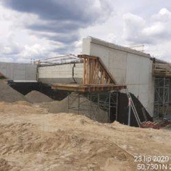 Wykonywanie zasypki przyczeółka wiaduktu drogowego Węzła Janów Lubelski Północ