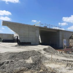 Zagęszczanie zasypki przyczółka wiaduktu drogowego MS-21