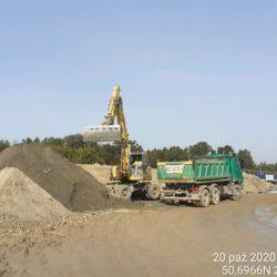 Załadunek materiału z rozbiórki drogi dojzadowej przy obiekcie MS-23 23+461