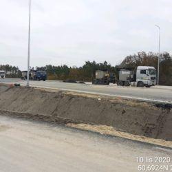 Transport asfaltu twardolanego na miejsce jego wbudowania 24+300