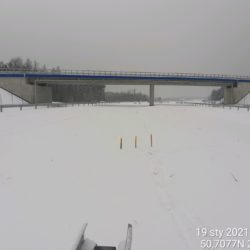 Wytyczenie miejsc pod montaż barier stalowych w pasie rozdziału na dojeździe do obiektu WD-22 22+300