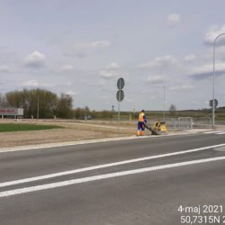 Wykonanie zagęszczania pobocza przy rondzie na DK19